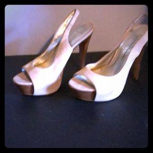 Jessica Simpson size 5.5 heels 👠 color tan.